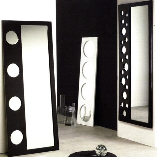 Tips para decorar con espejos siguiendo el feng shui Decoracion de salas con espejos en la pared