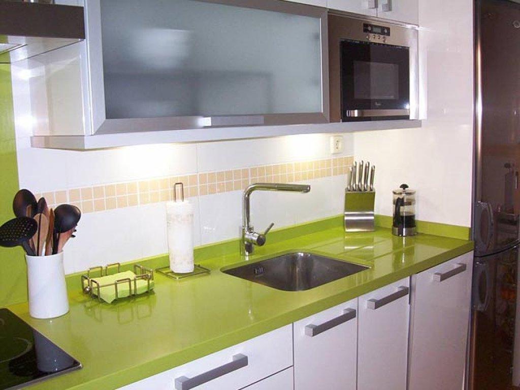 Encimeras de colores para la cocina for Encimeras de cocina