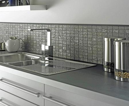 Las ventajas de poner azulejos en la cocina for Paredes con azulejo