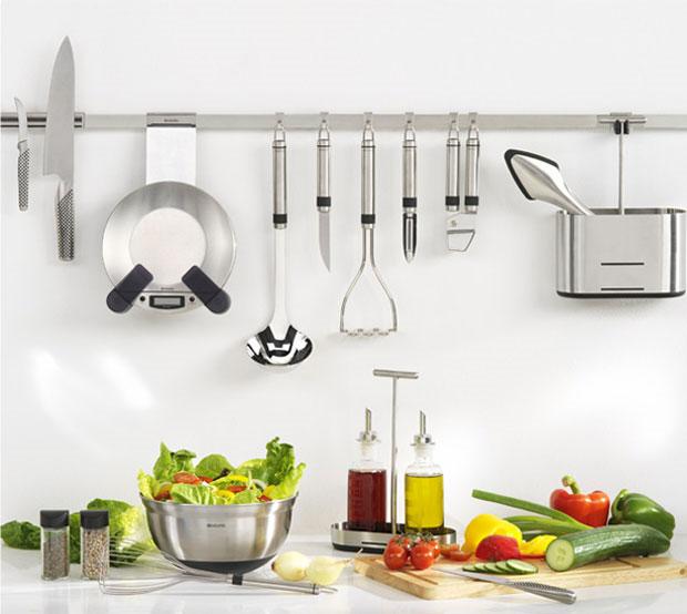 Los rieles como accesorio en la cocina for Utensilios para cocinar