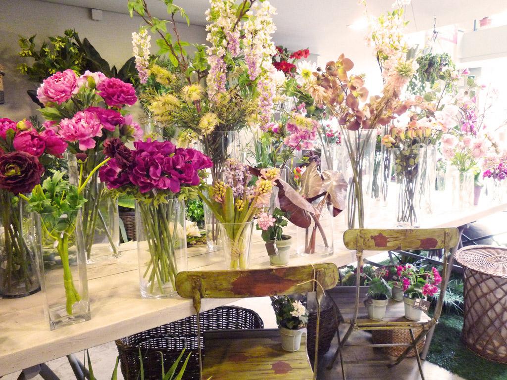 Utilizar las flores artificiales para decorar for Rosas de decoracion