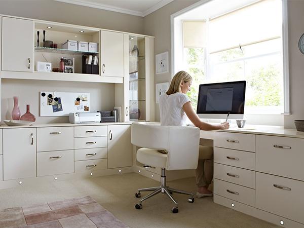 Qu debe tener nuestra oficina en casa for Decoracion de oficinas en casa